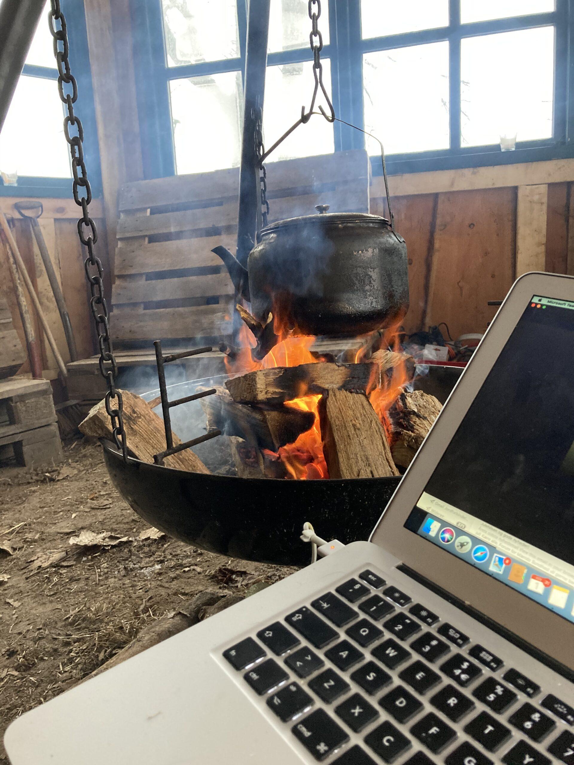 Verdens bedste kontor til online møder og konferencer. Kort vej til kaffe og varme.